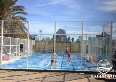 Mounting paddle tennis courts in Calpe