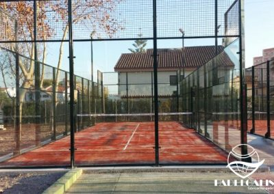 Mounting paddle courts in Benicasim