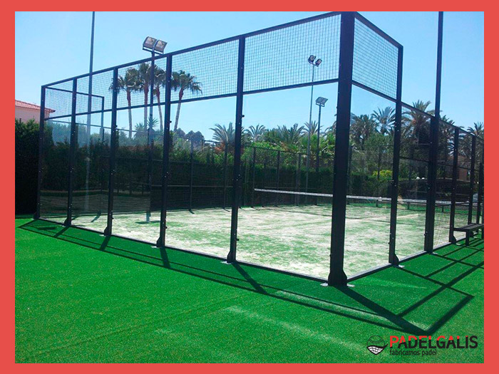 Mounting paddle courts in Elche